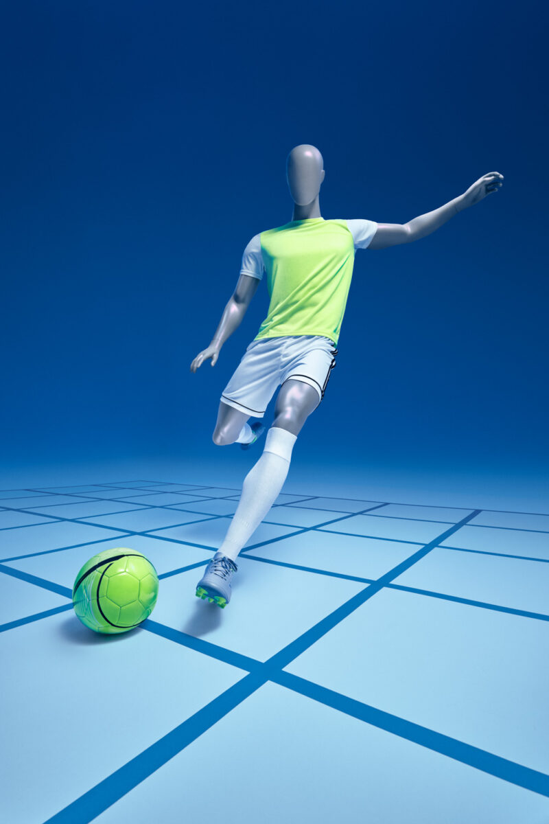 football-kick-mannequin-invictus