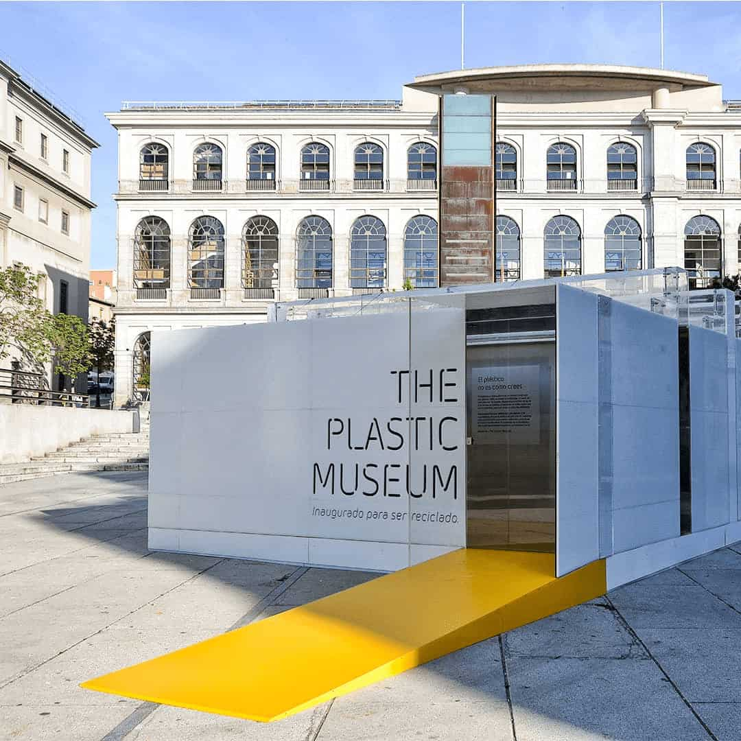 MANIQUÍES RECICLADOS EN THE PLASTIC MUSEUM