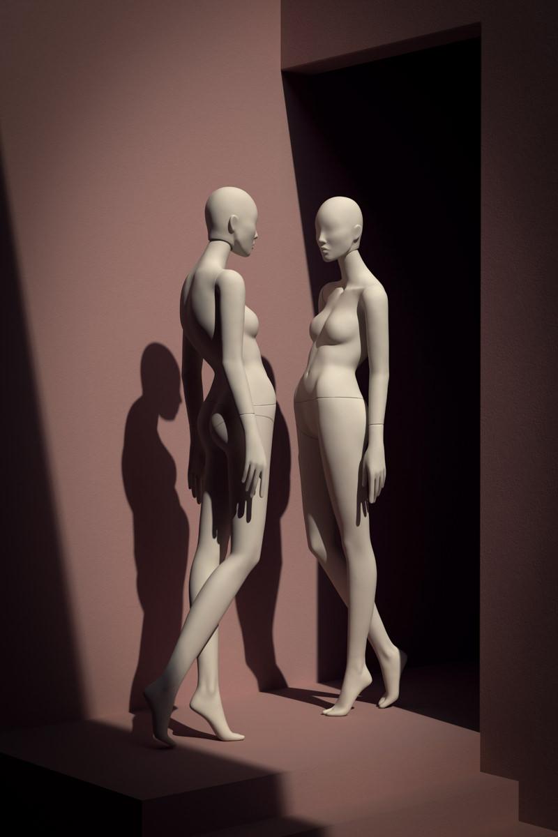 maniqui neo mujer caminando espejo